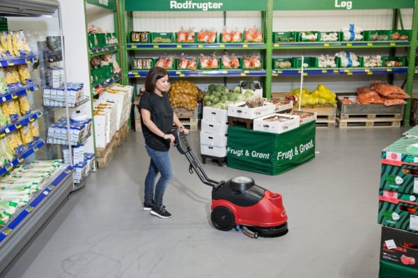 Viper AS 380 Scrubber Drier cleaning a mini-market