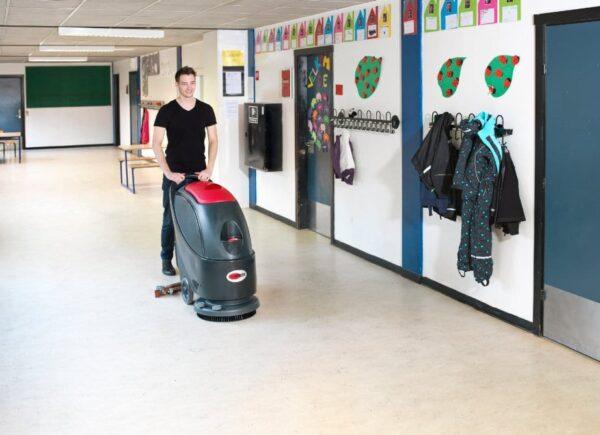 Viper AS430 Scrubber Drier in Schools