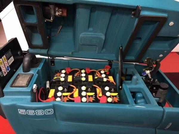 Heavy duty battery pack in scrubber drier