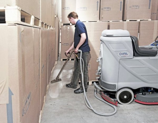 Nilfisk BR850 SX ride on scrubber drier with vac wand attachment