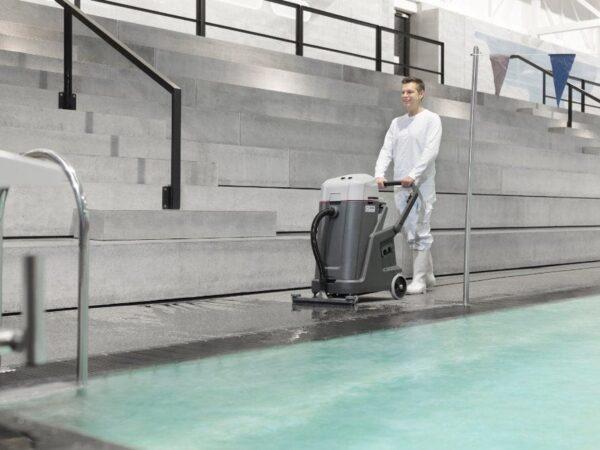 Nilfisk VL500-75 poolside vacuum cleaner