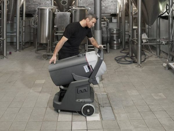 Nilfisk VL500 easy to empty wet and dry vacuum
