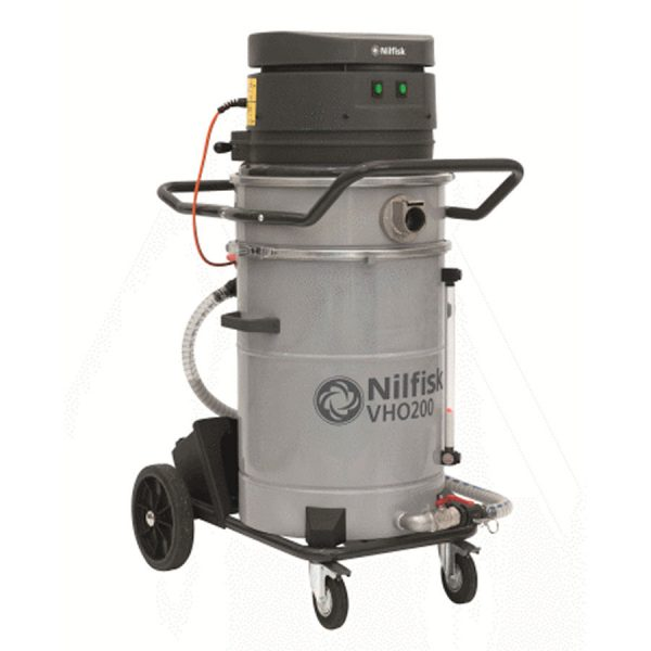 Collect and then discharge oil with the Nilfisk VHO200 industrial vacuum