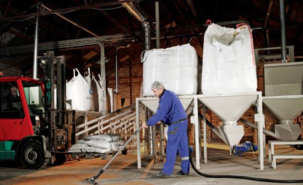 ATEX Z22 vacuum recovering grain.