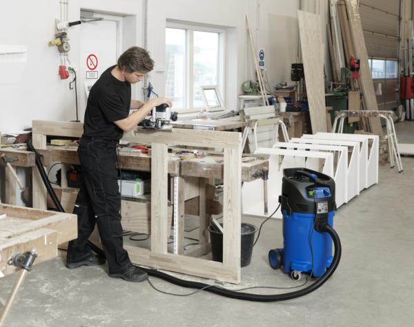 Wood-working vacuum